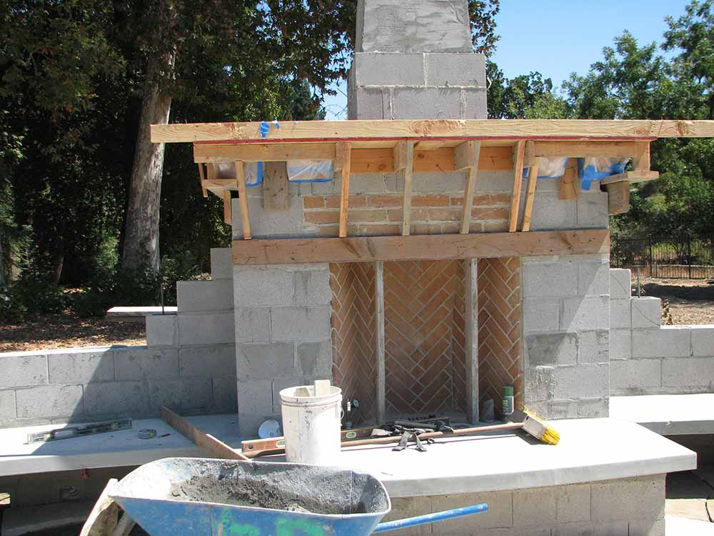 How to build an outdoor fireplace with cinder blocks for Blocked fireplace ideas